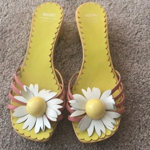 Vintage Daisy Sandals